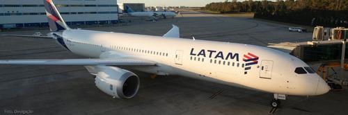Novo Boeing 787 da Latam com novas cabines chega no Brasil