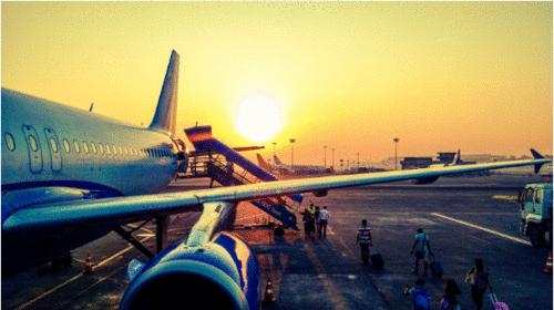 Gerenciamento de casos ou surtos de COVID-19 na aviação