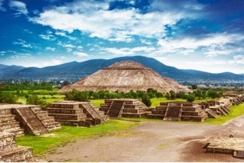 """""""Cidade dos Deuses"""": Pirâmides de Teotihuacán reabrem suas portas ao turismo no México"""